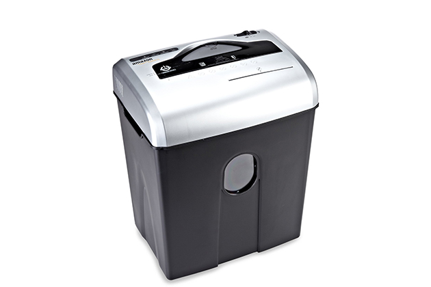 amazonbasics 12 sheet cross cut paper cd and credit card shredder